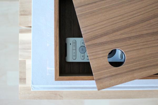 Berg je afstandbediening op in een mooie houten opbergdoos.