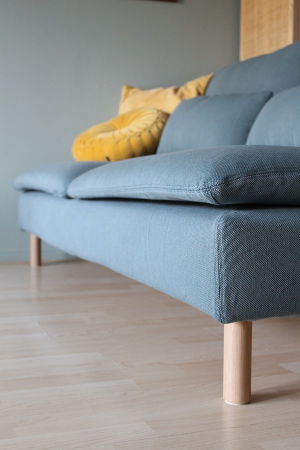 IKEA Soderhamn bank met Landskrona poten - via Accessorize your Home