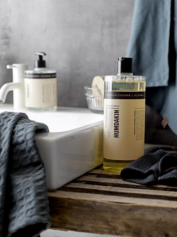 Stylish verantwoorde schoonmaakmiddelen en theedoeken van eco katoen van Humdakin - via Accessorize your Home